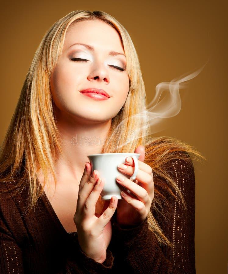 Femme avec du café photo stock