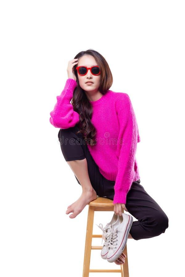 Femme avec du charme de portrait belle La belle fille attirante est photo libre de droits