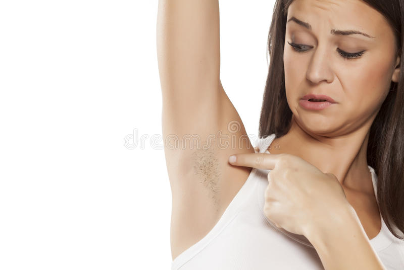 Femme avec l'aisselle unshaved images libres de droits