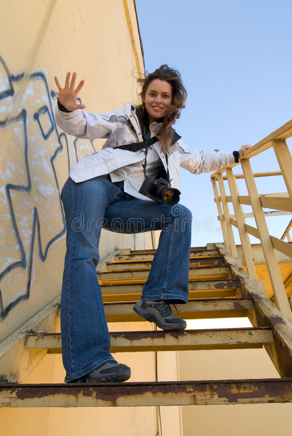 Femme avec l'appareil-photo image stock
