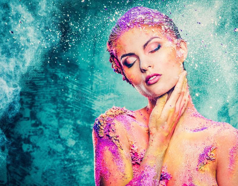 Femme avec l'art de corps coloré photo stock