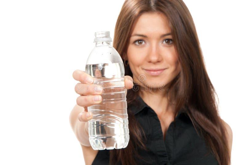 Femme avec l'eau potable de régime photos stock