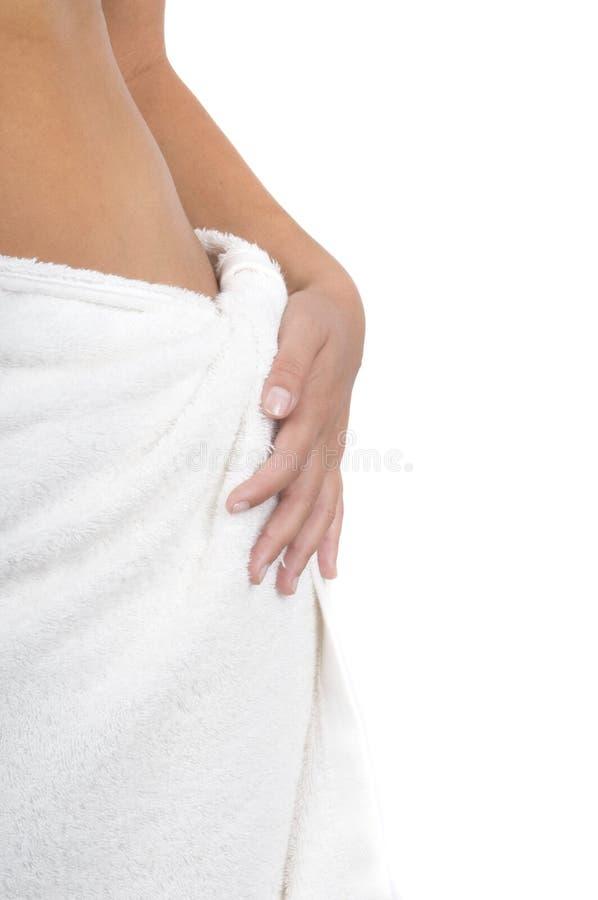Femme avec l'essuie-main de station thermale autour de la taille images stock