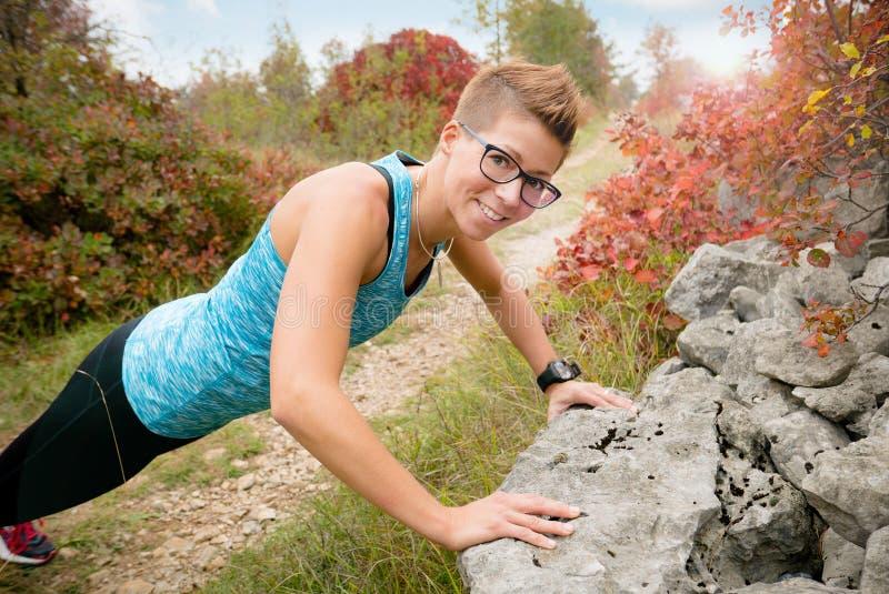 Femme avec l'exercice de lutin photographie stock libre de droits