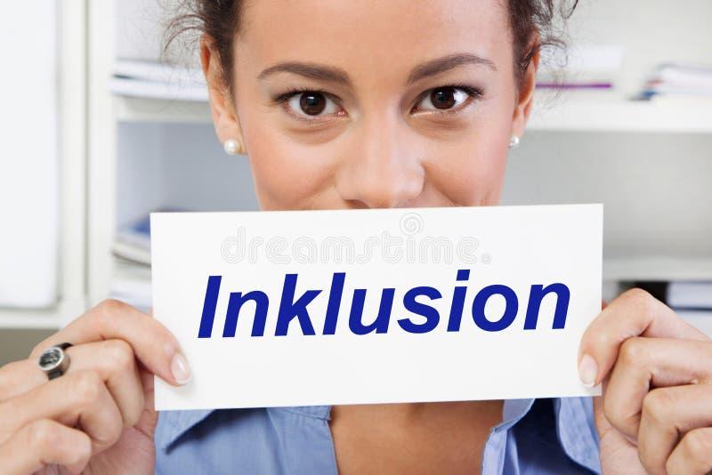 Femme avec l'inclusion de signe dans le bleu images stock