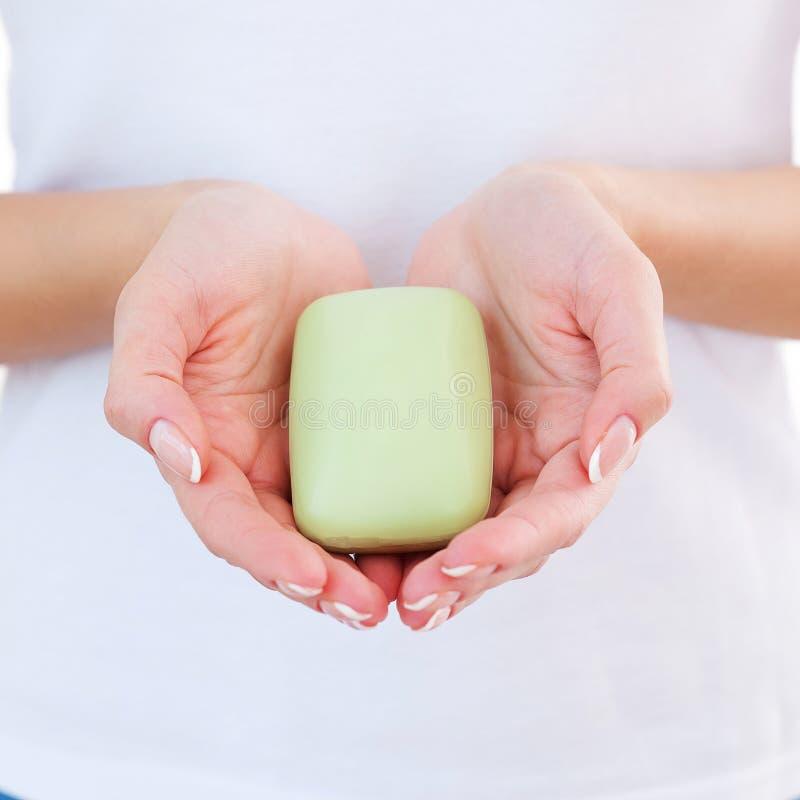 Femme avec la barre de savon. image libre de droits