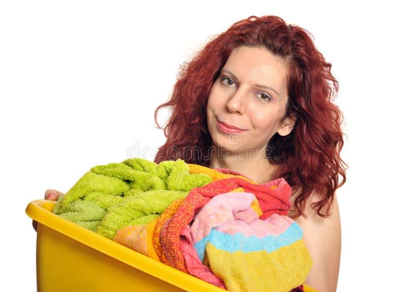 Femme avec la blanchisserie image stock