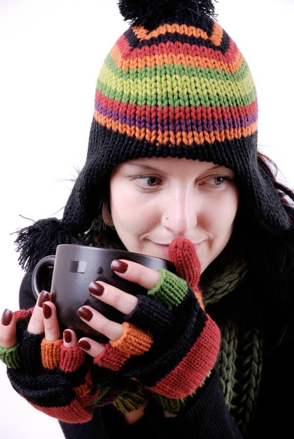 Femme avec la boisson chaude image libre de droits