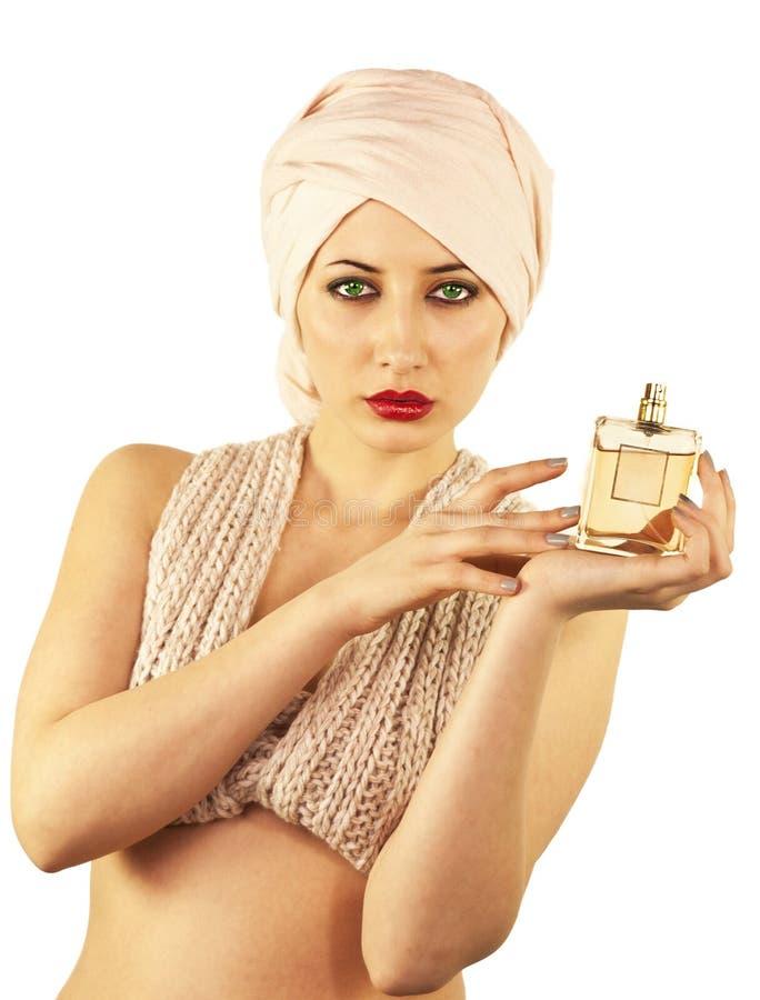 Femme avec la bouteille de parfum images libres de droits