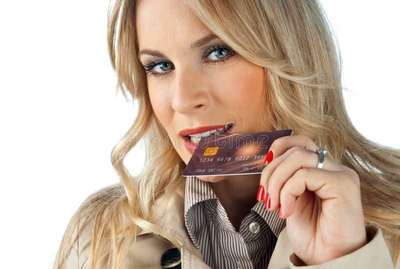 Femme avec la carte de crédit images libres de droits