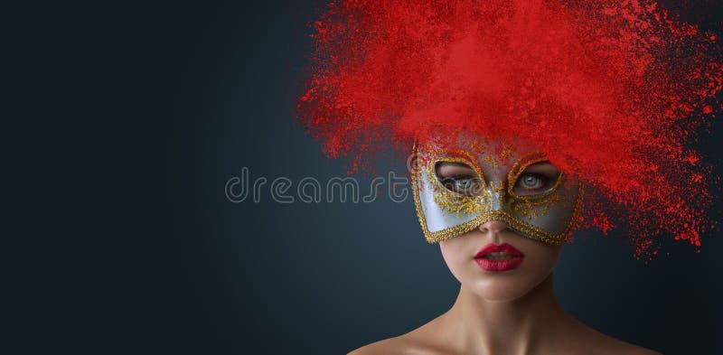 Femme avec la coiffure de explosion de poudre photos stock