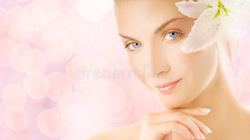 Femme avec la fleur de lis photos stock
