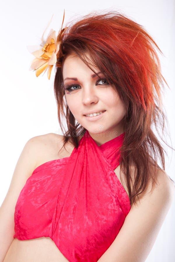 Femme avec la fleur de source dans le cheveu sur le blanc images stock