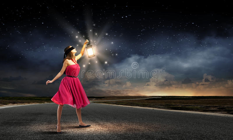 Femme avec la lanterne photos libres de droits