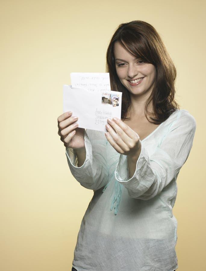 Femme avec la lettre 01 photos stock