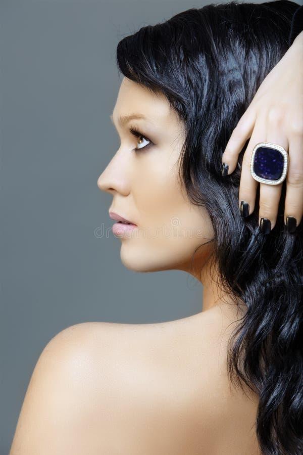 Femme avec la manucure noire images libres de droits