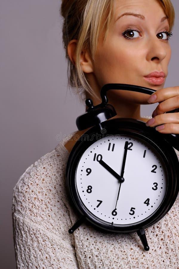 Femme avec la montre photo stock