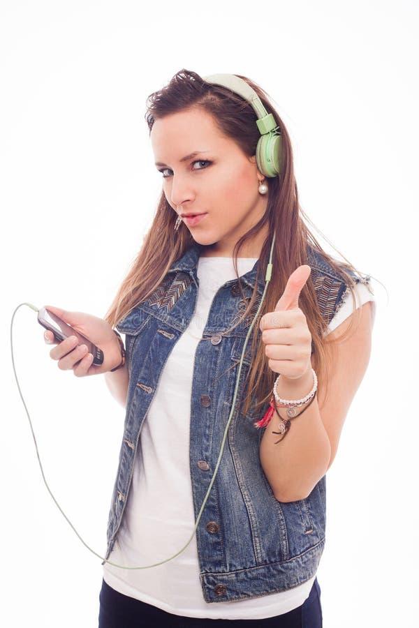 Femme avec la musique de écoute d'écouteurs. Danse de fille d'adolescent. Est image libre de droits