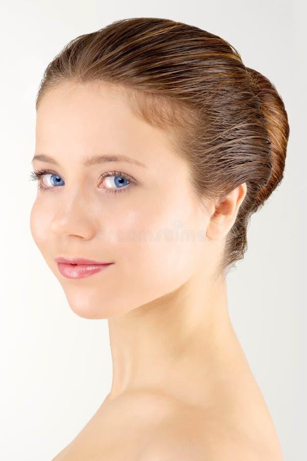 Femme avec la peau fraîche propre image stock