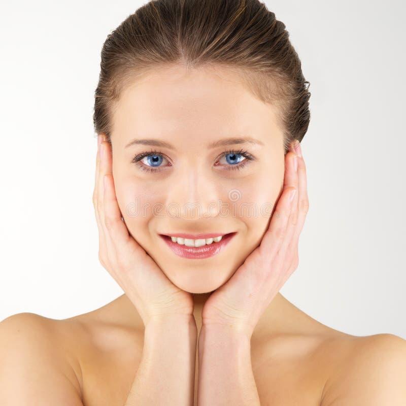 Femme avec la peau fraîche propre images stock