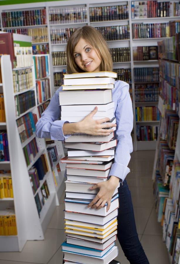 Femme avec la pile de livres photo libre de droits