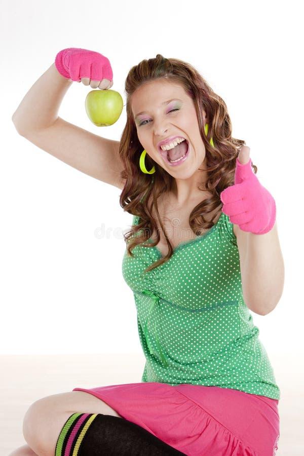 Femme avec la pomme verte images stock