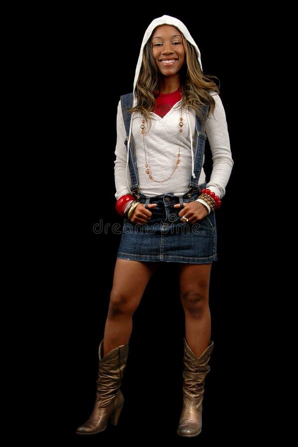 Femme avec la position de capot photo stock