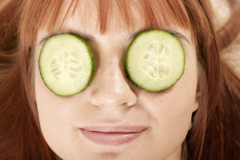 femme avec le beauté-masque photo libre de droits