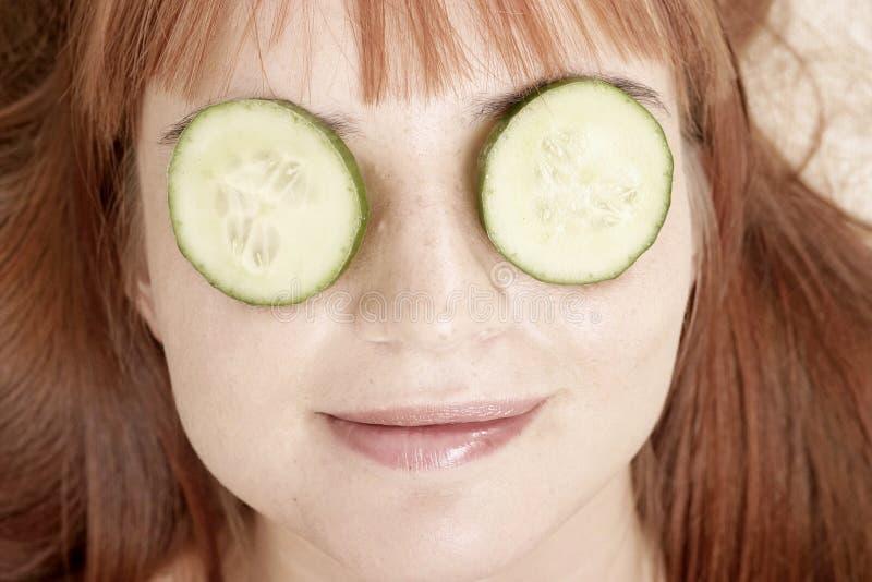 Femme avec le beauté-masque image libre de droits