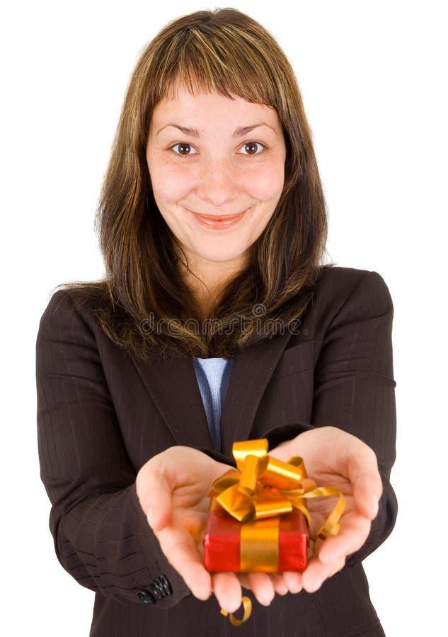 Femme avec le cadre de cadeau photographie stock libre de droits
