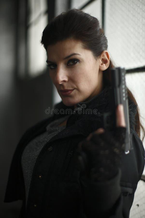 Femme avec le canon photographie stock