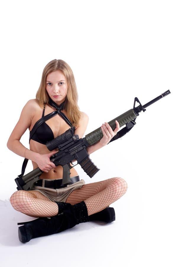 Femme avec le canon sur le blanc photos stock