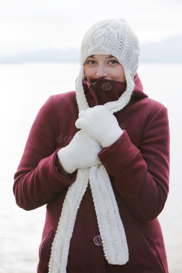 femme avec le capuchon de laines photo libre de droits