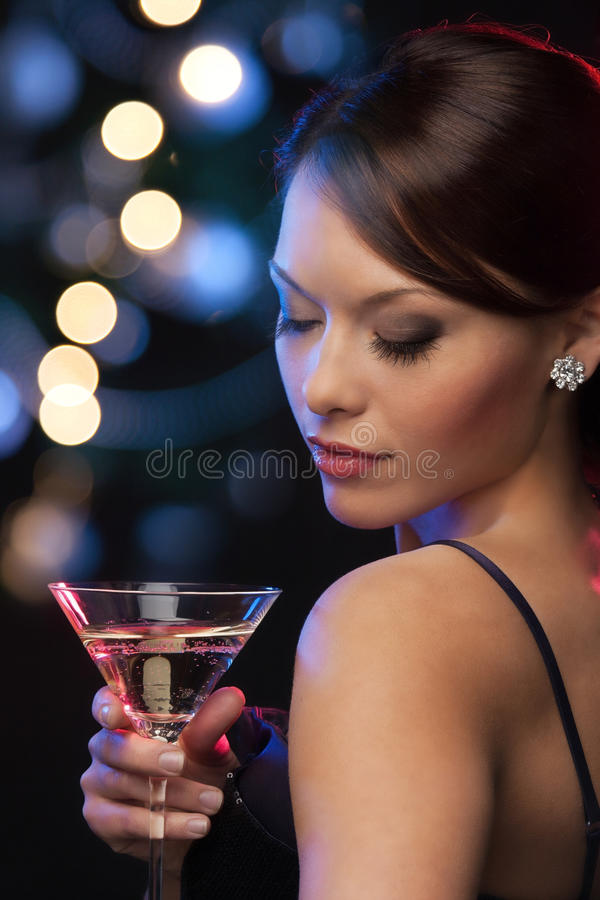 Femme avec le cocktail photo stock