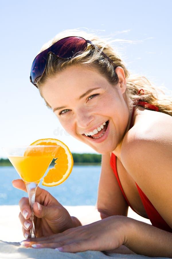 Femme avec le cocktail images libres de droits