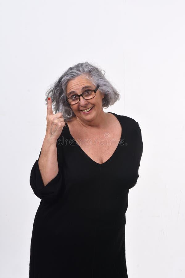 Femme avec le doigt sous forme de num?ro un photos stock