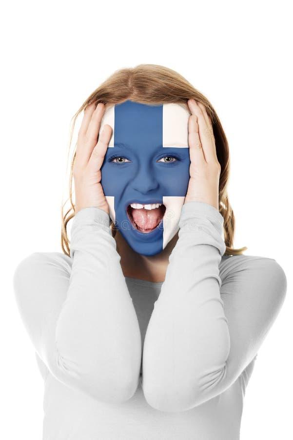 Femme avec le drapeau de la Finlande sur le visage photographie stock