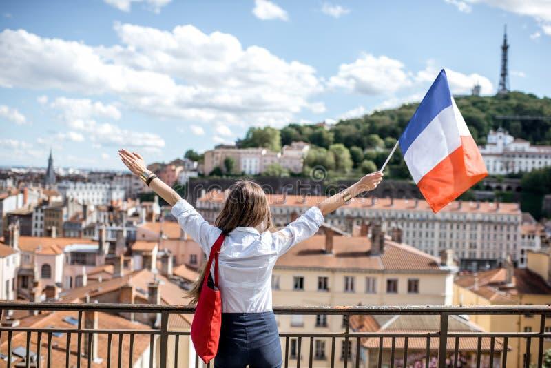 Femme avec le drapeau français à Lyon images libres de droits
