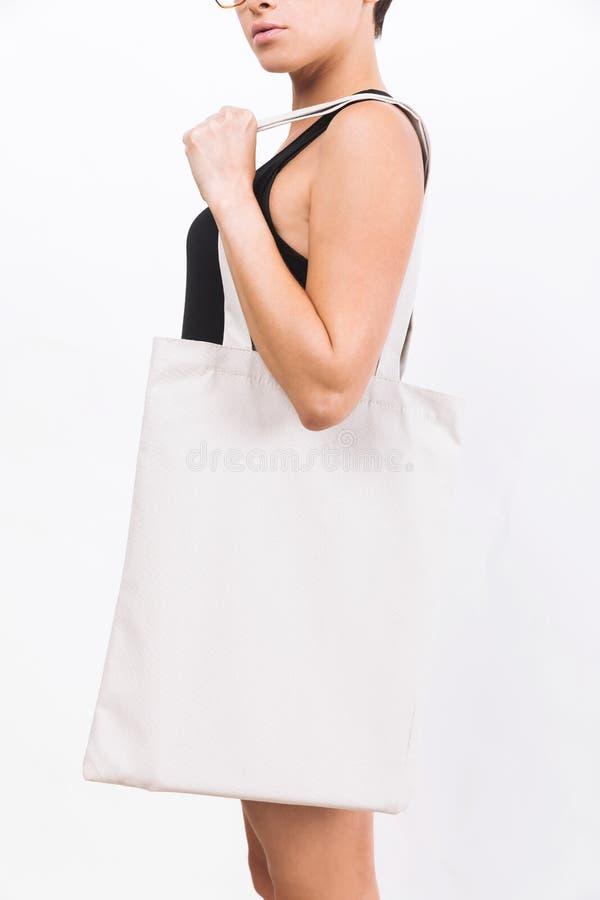 Download Femme Avec Le Grand Sac Blanc Image stock - Image du fille, beau: 76077815