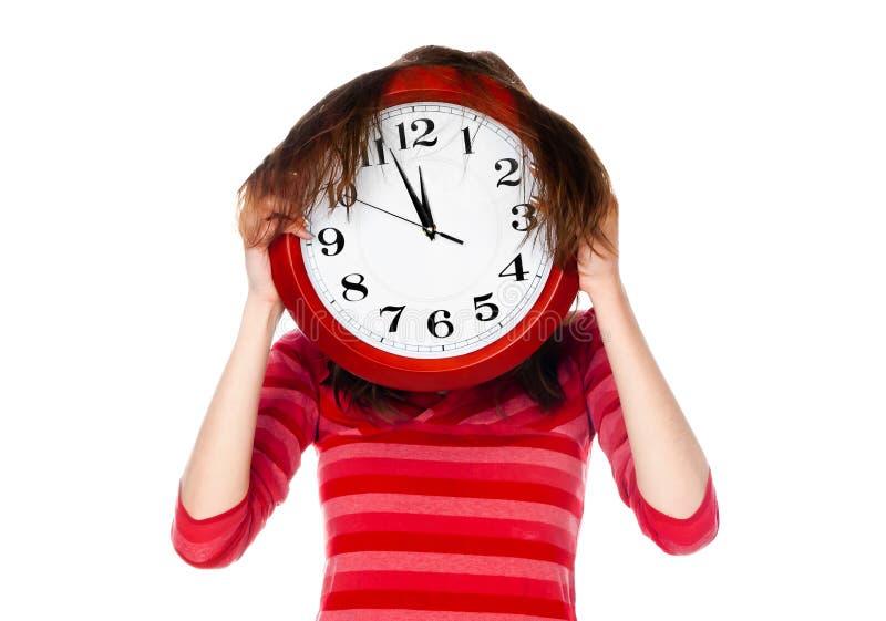 Femme avec le grand visage de revêtement d'horloge photographie stock