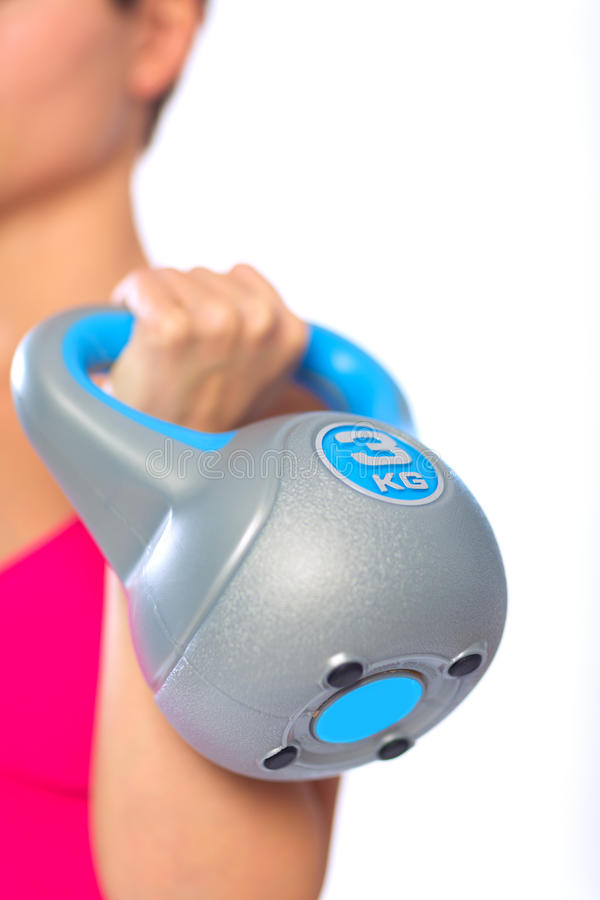 Femme avec le kettlebell photographie stock libre de droits