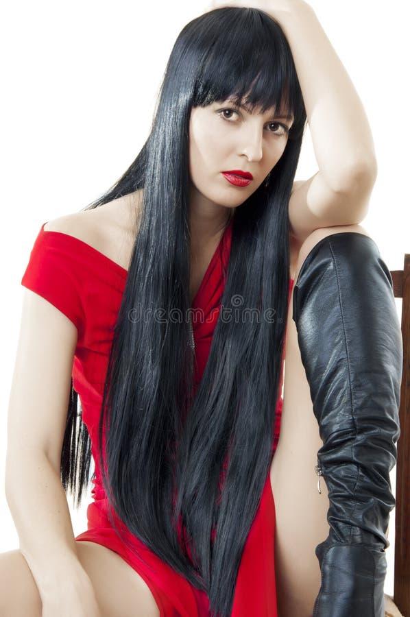 Femme avec le long cheveu noir sain luxuriant photo stock