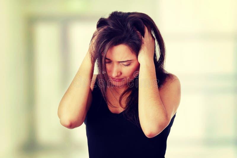 Femme avec le mal de tête image libre de droits