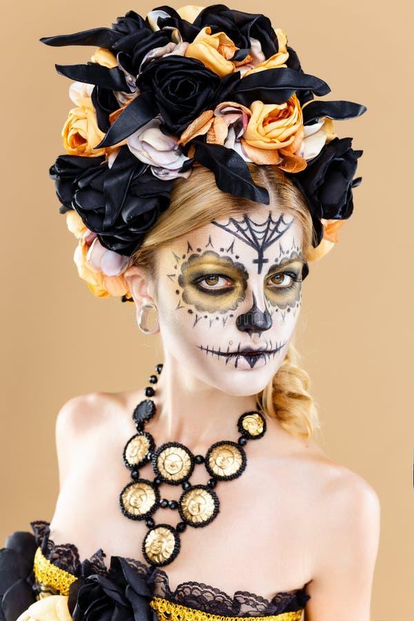 Femme avec le maquillage de crâne de sucre photos libres de droits