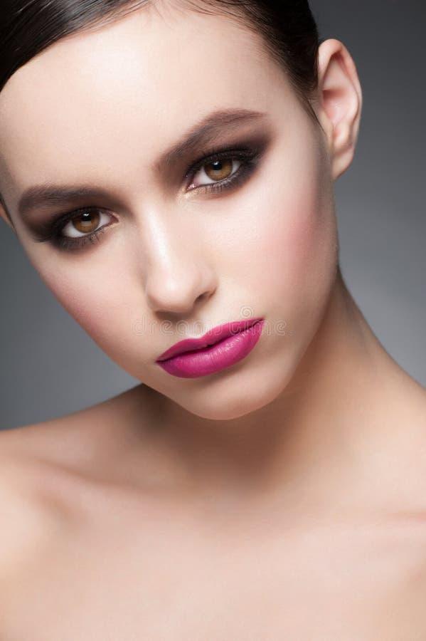 Femme avec le maquillage de mode photos stock