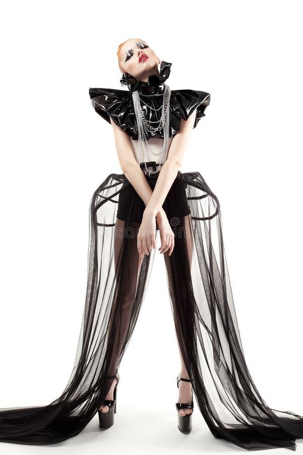 Femme avec le maquillage de mode et vêtements d'isolement sur le blanc photo libre de droits