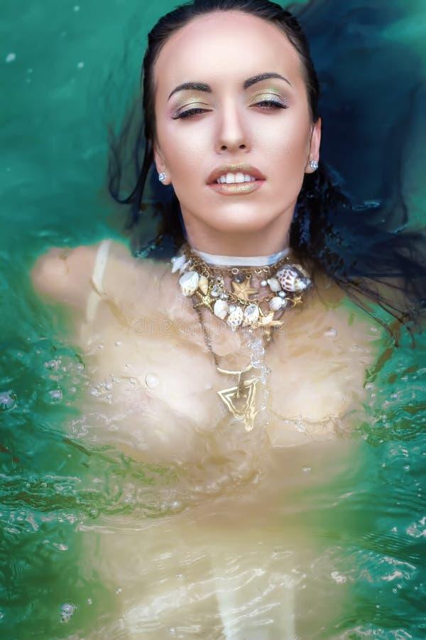 Femme avec le maquillage de neige Reine de glace photos stock
