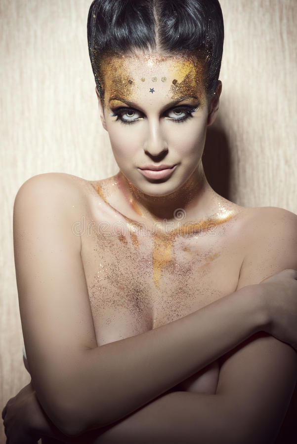 Femme avec le maquillage peint par scintillement photo libre de droits