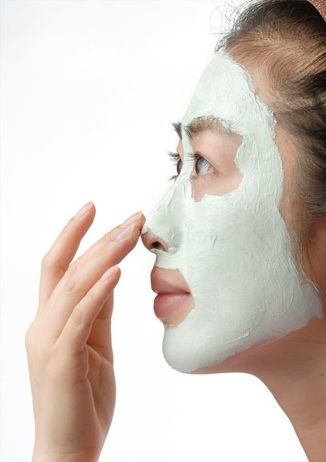 Femme avec le masque de nettoyage de boue photo libre de droits