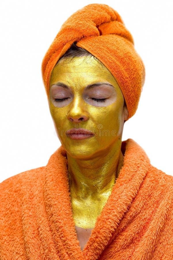 Femme avec le masque protecteur d'or image stock